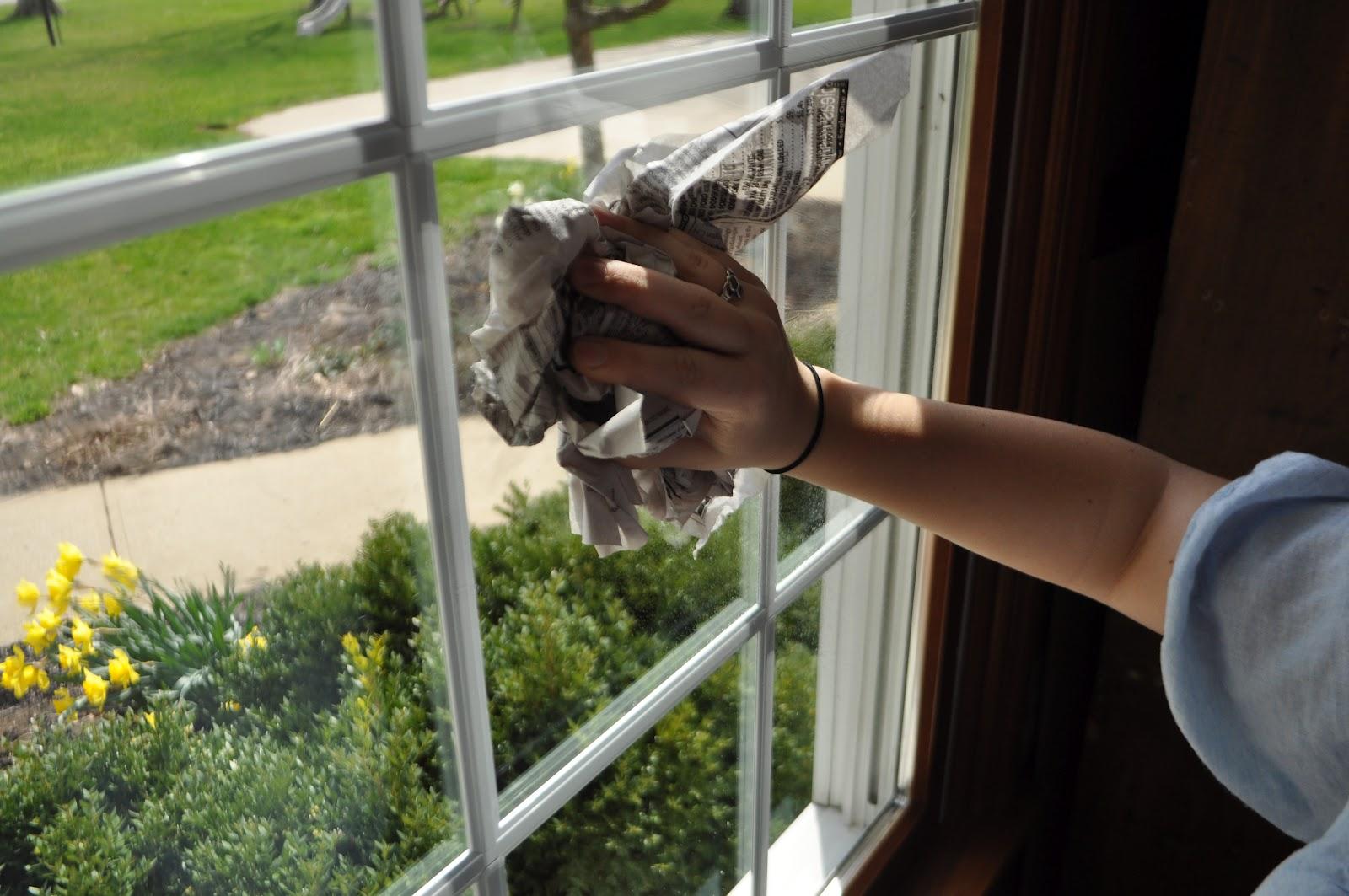 صورة انحدار وإغلاق الصحافة الورقية يقلق المواطنين بكيفية تنظيف النوافذ