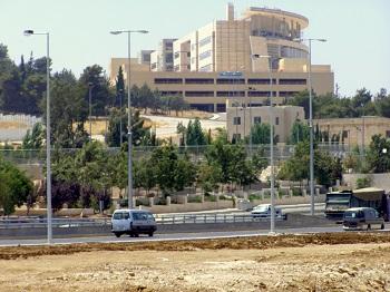 صورة تحريات: شارع المدينة الطبية مملوك من سائق باص صويلح-البيادر   