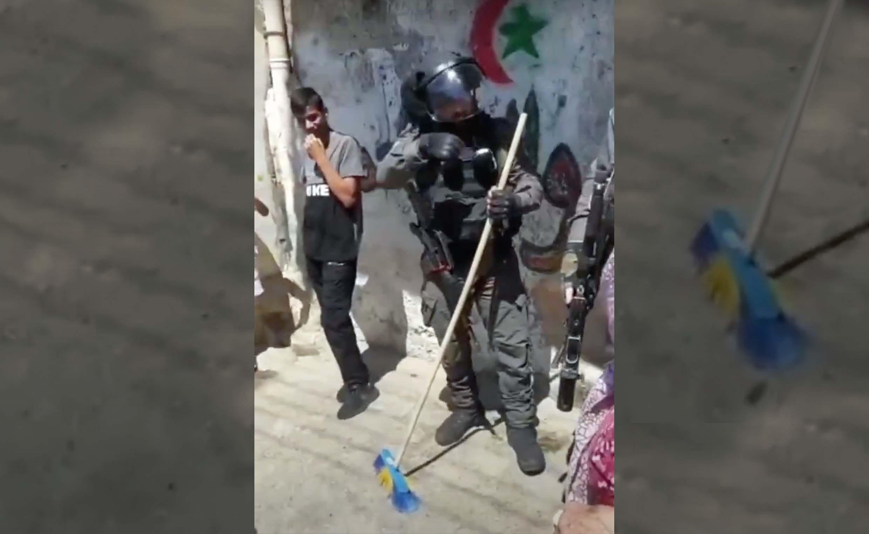 صورة إسرائيل تسند تهمة إثارة الغبار لخمس مكانس اعتقلتها خلال مسيرة الأعلام