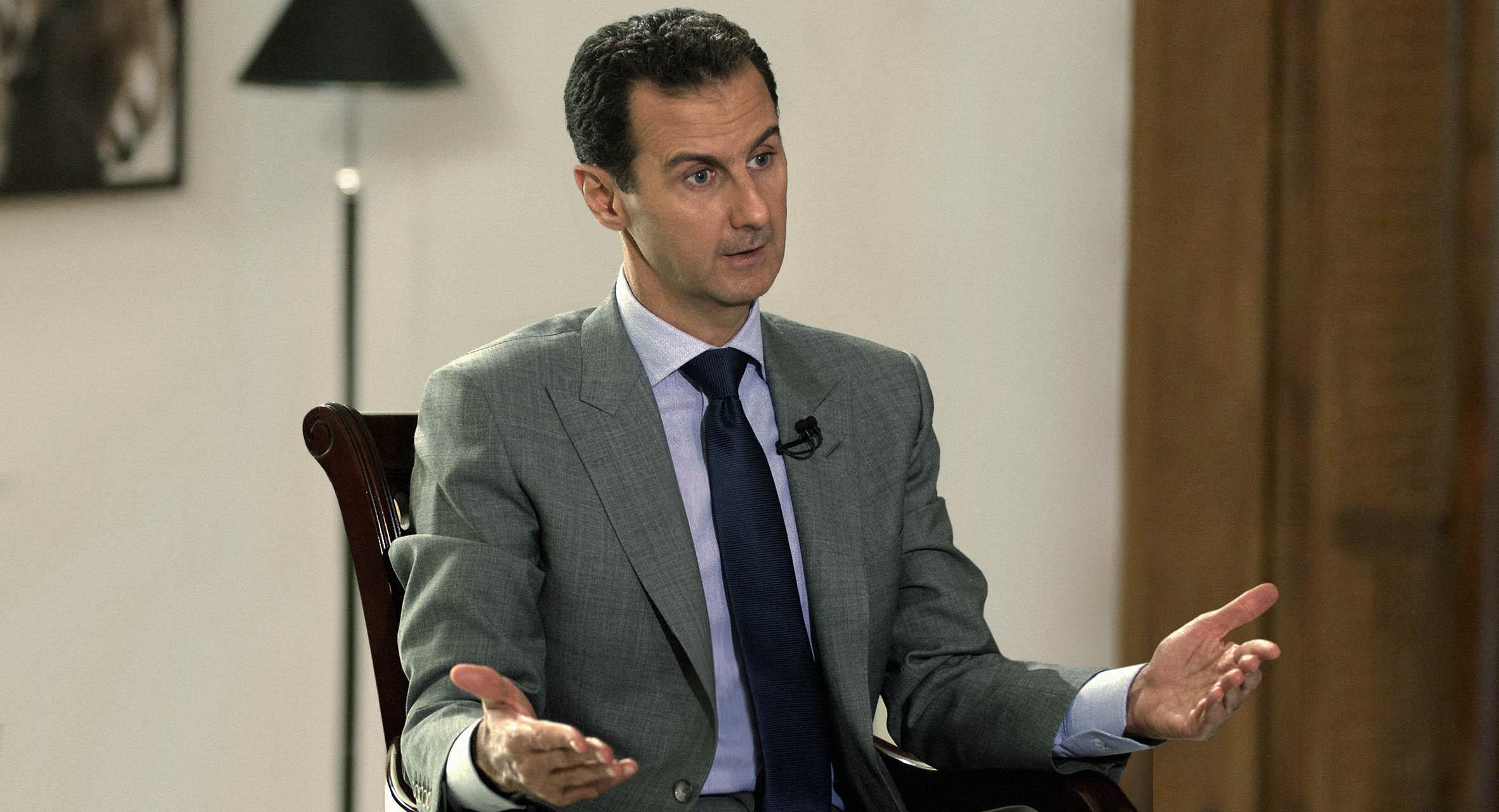 صورة الأسد يدعو لوقف تداول أخبار الليرة حتى لا يشعر الشعب بالفقر