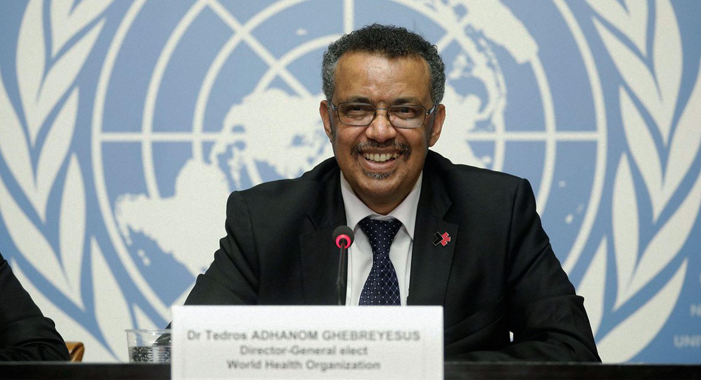 صورة منظمة الصحة العالمية تطمئن العرب المشككين بلقاح كوفيد-١٩ أن حسابهم لم يحسب به أصلاً
