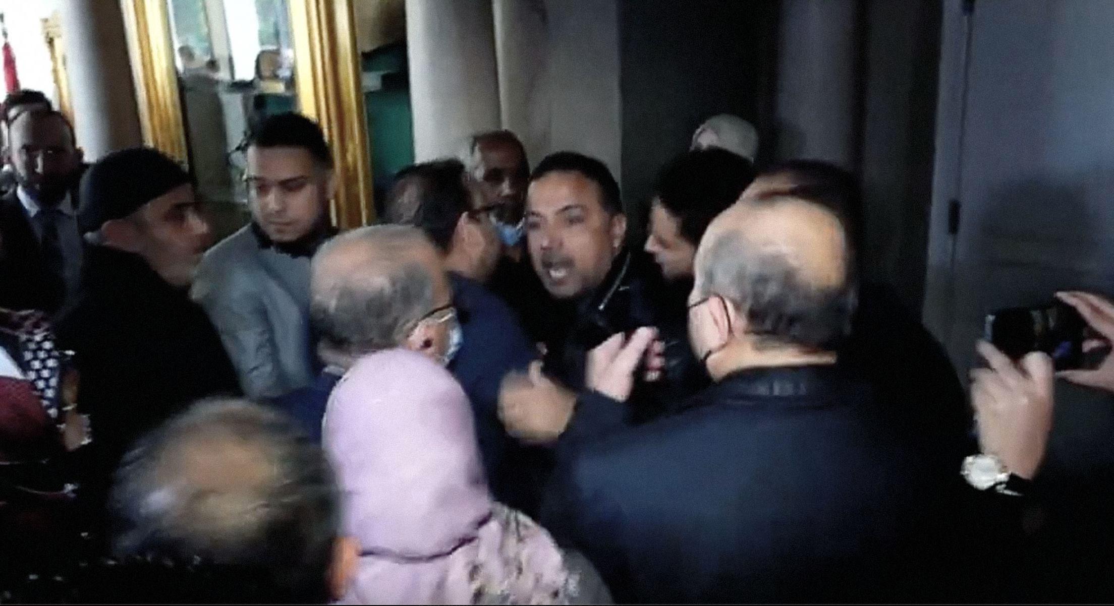 صورة شغب في البرلمان التونسي عقب فضح مؤامرة لاستخدام الديموقراطية في دعم المرأة