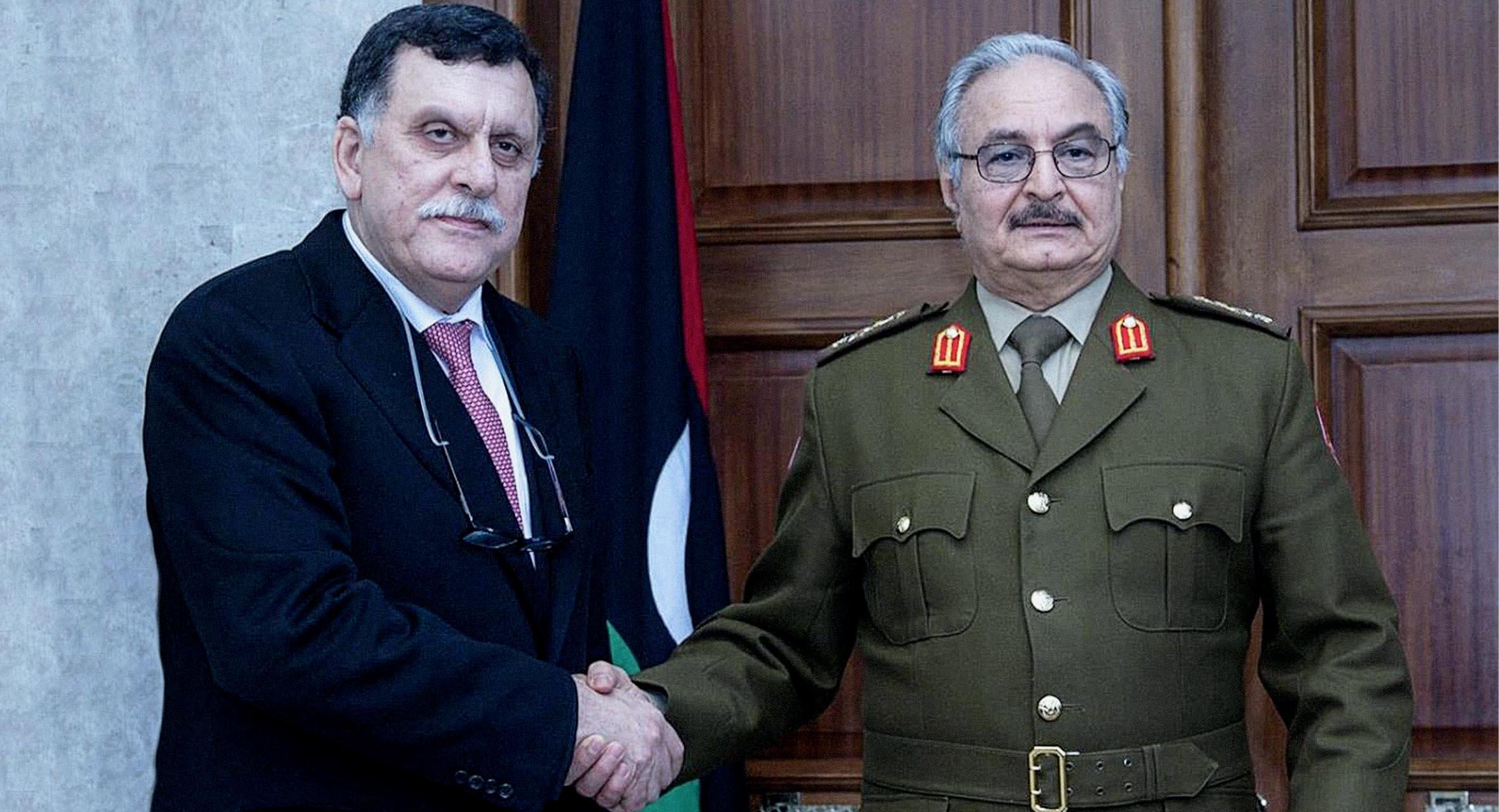 صورة السرّاج وحفتر يتوصلان لاتفاق لم يُفصحا عنه للشعب الليبي لكونه شأناً داخلياً لا يخصه