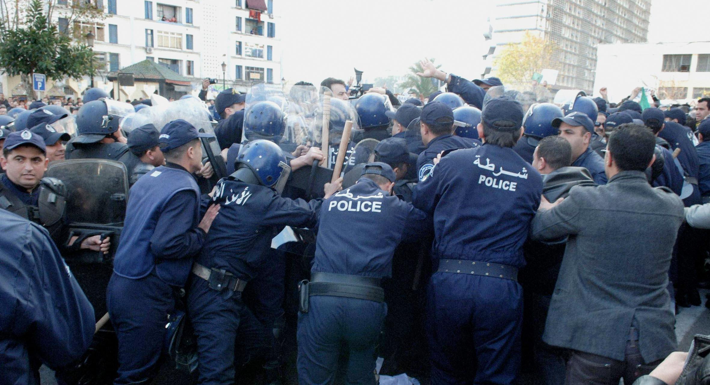 """صورة السلطات الجزائرية تؤكد انتهاء """"الحراك المبارك"""" وعودة الحياة والاعتقالات إلى طبيعتها"""