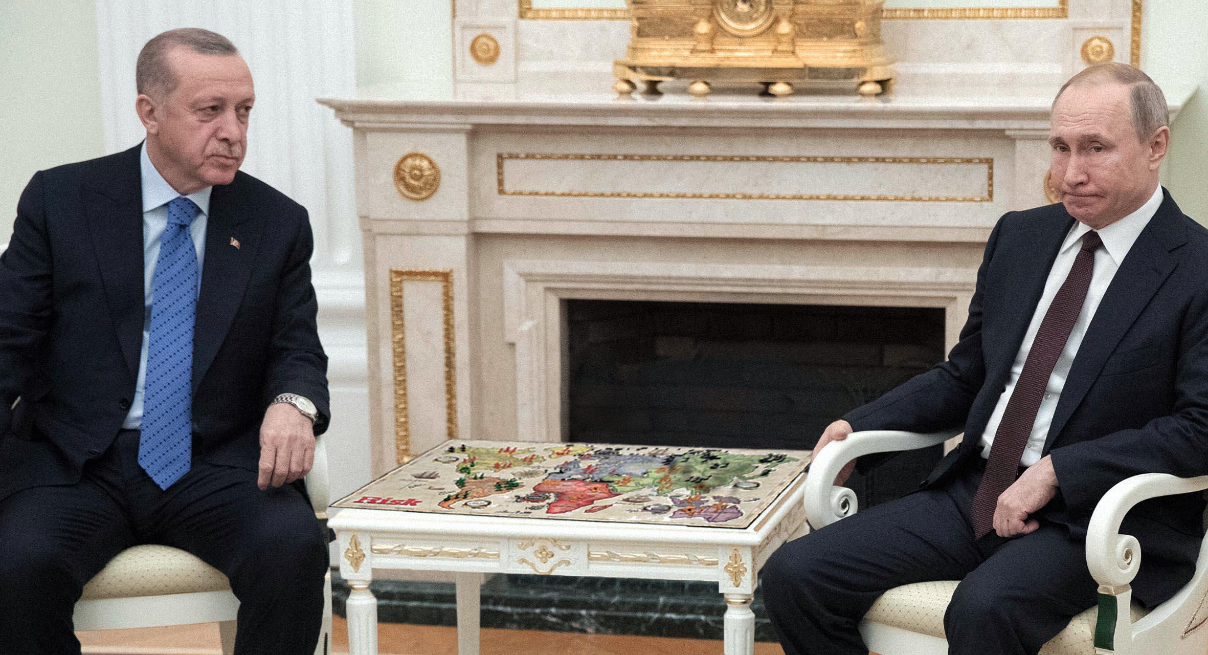 صورة إردوغان يخدع بوتين وينقل جنوده في لعبة ريسك من الجبهة الليبية إلى الحدود الأرمينية