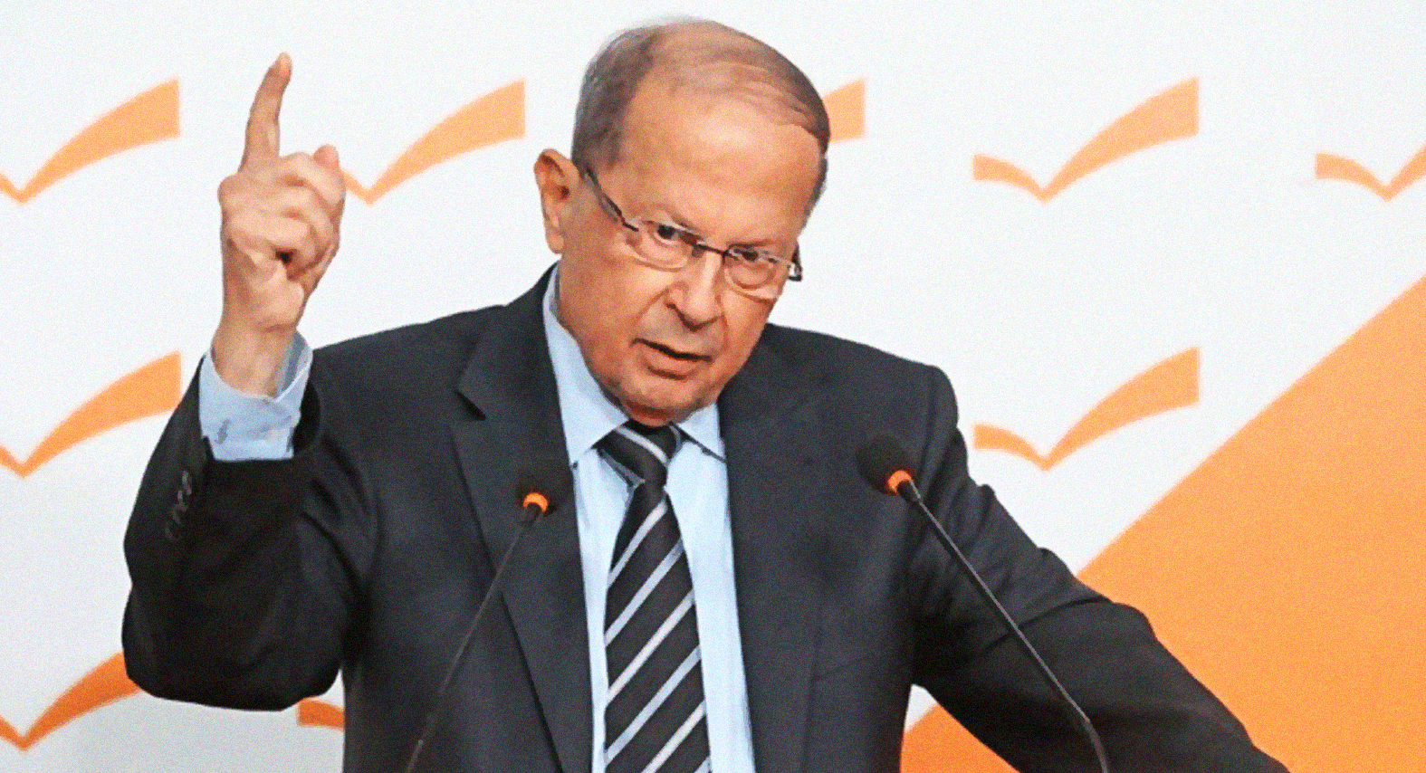 صورة عون يستهل القمة الاقتصادية العربية بشكر نفسه على حضورها