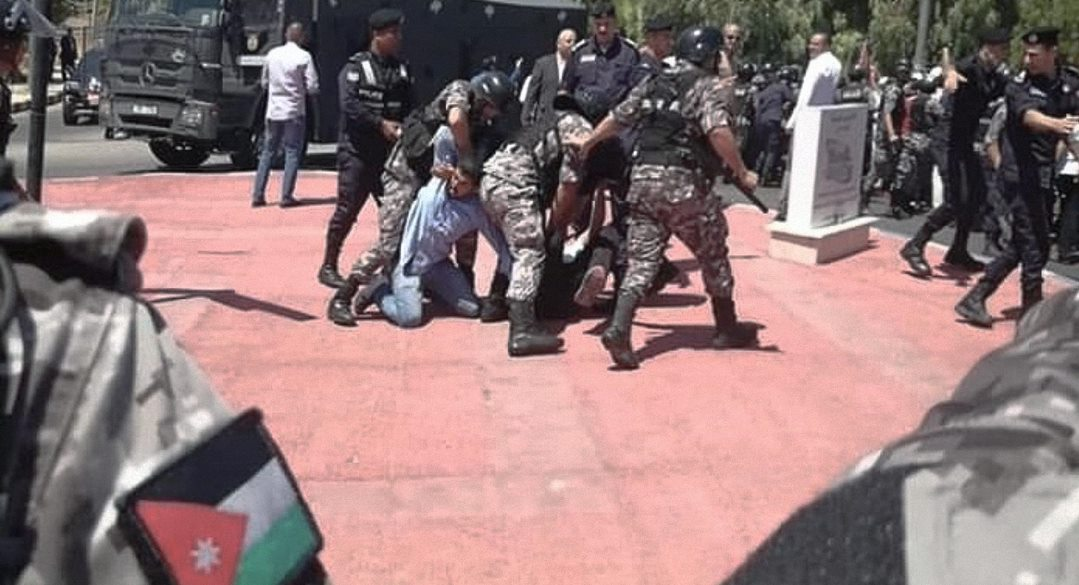 صورة لماذا لا تُعيّن الدولة الأردنية النواب أيضاً؟ نقابة المعلمين كادت تسأل لولا أنّ أعضاءها في السجون