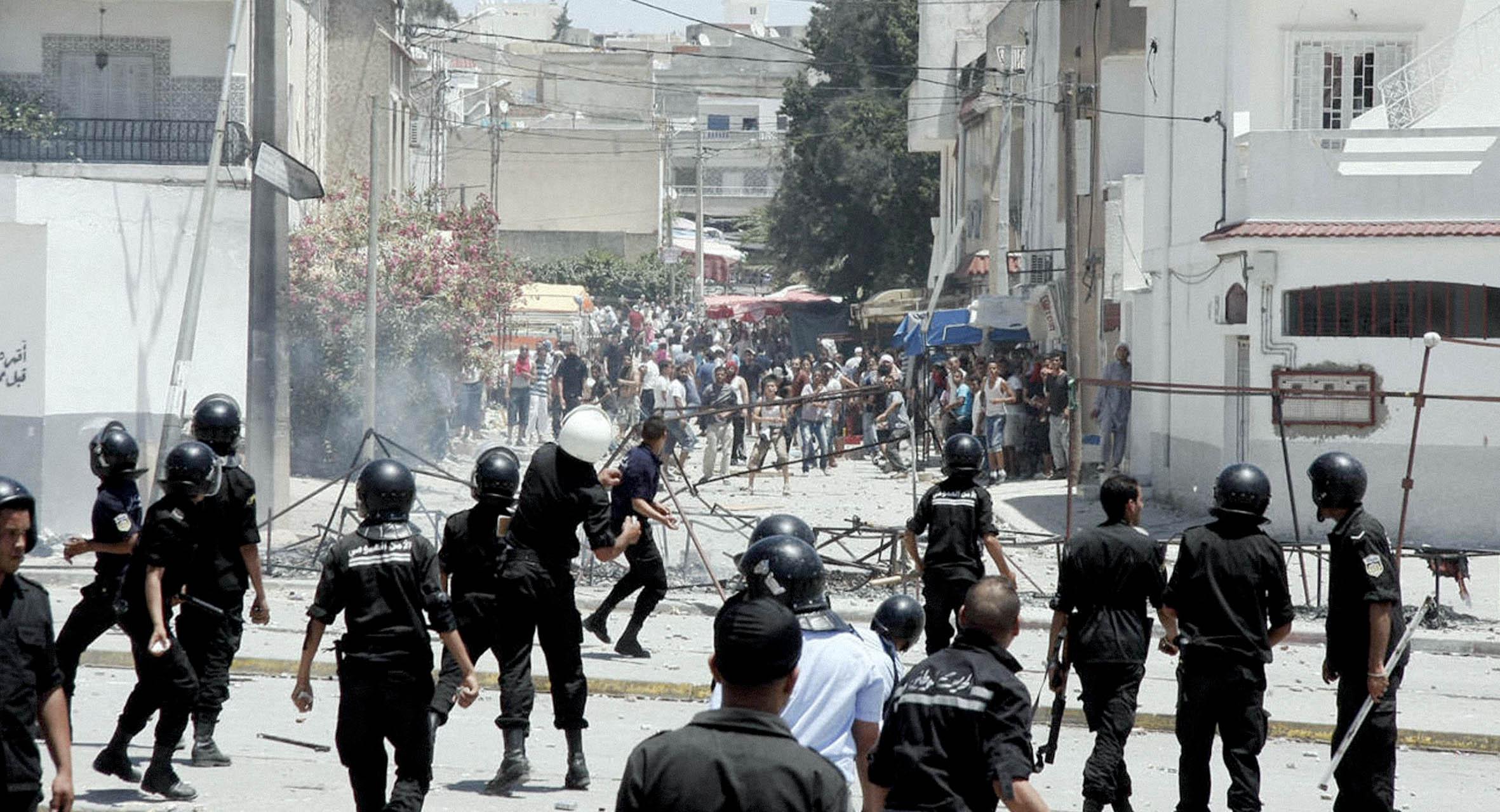صورة احتجاجات تونس: السلطات تحرص على إزالة أي سوء فهم بأن البلد أصبح ديمقراطياً