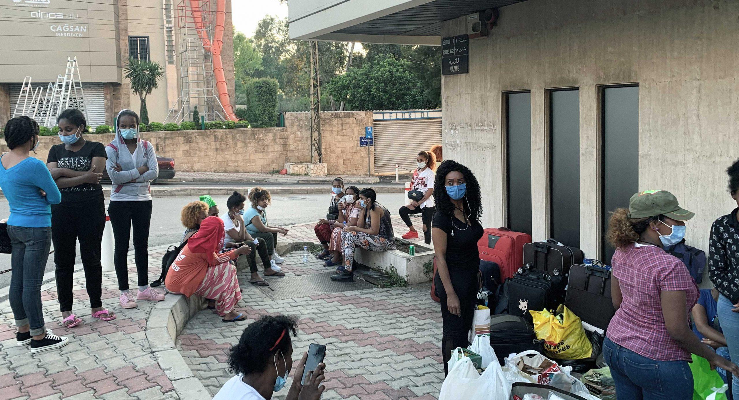 صورة حملة إنسانية في لبنان: عائلات ترحم العاملات الأجنبيات من قرف العيشة معها وترميهن في الشارع