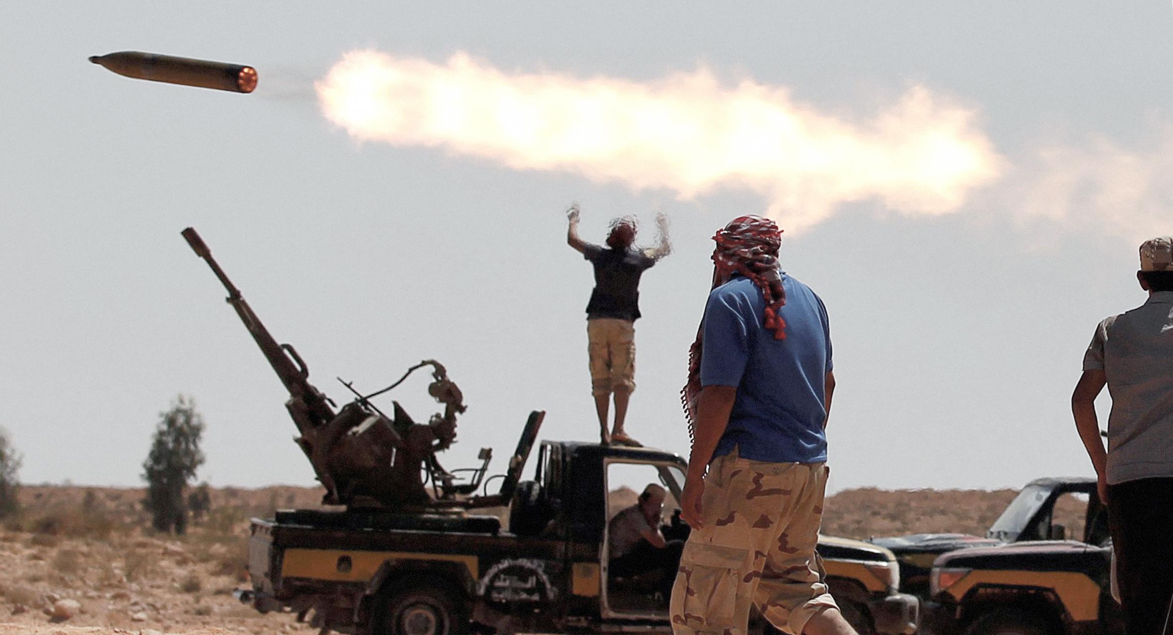 صورة استمرار تبادل إطلاق النار احتفالاً بوقف إطلاق النار في ليبيا