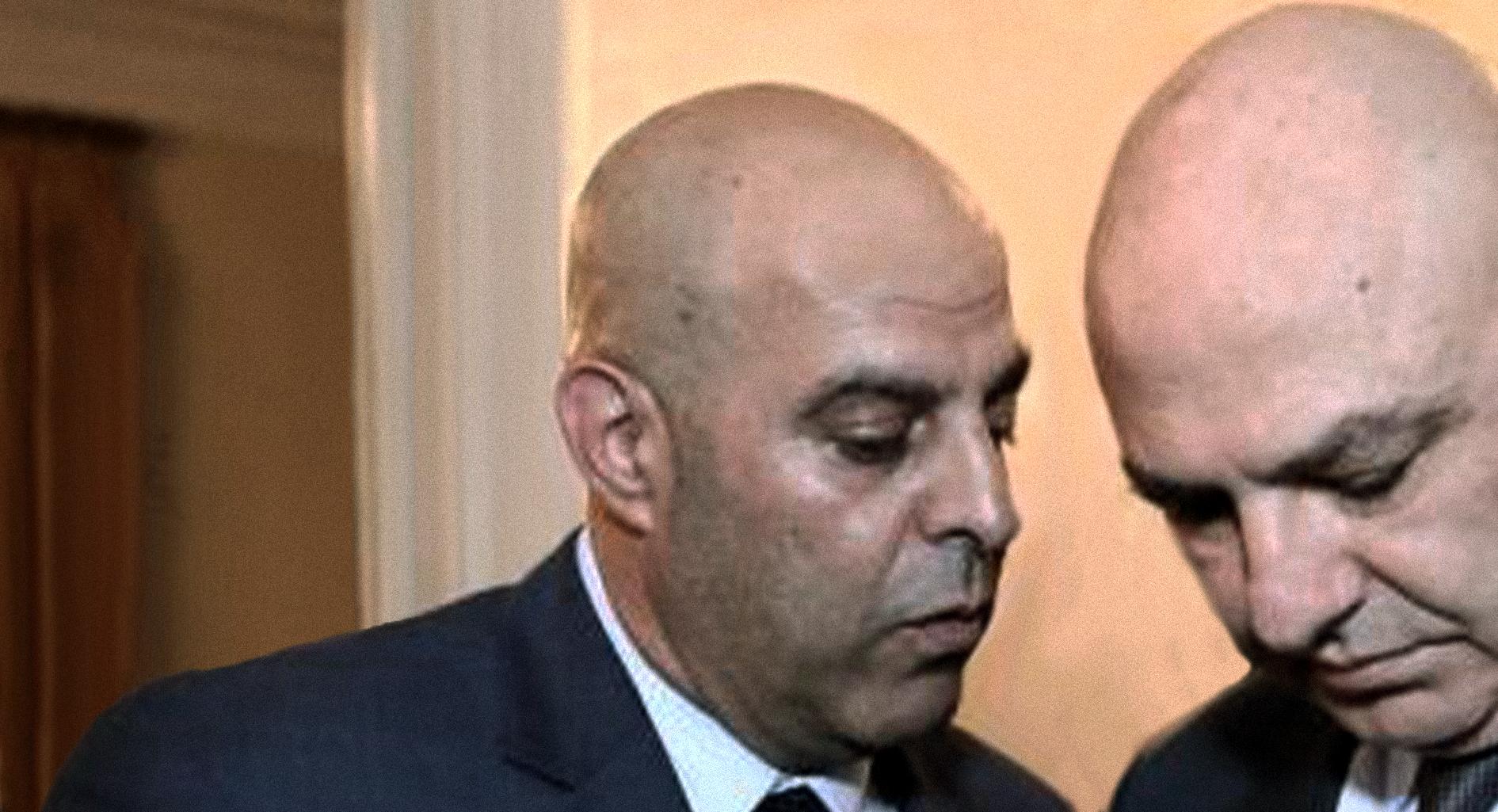 صورة عميل إسرائيل عامر فاخوري يطالب بتنصيبه بطلاً لأنّ بشير الجميّل ليس أفضل منه