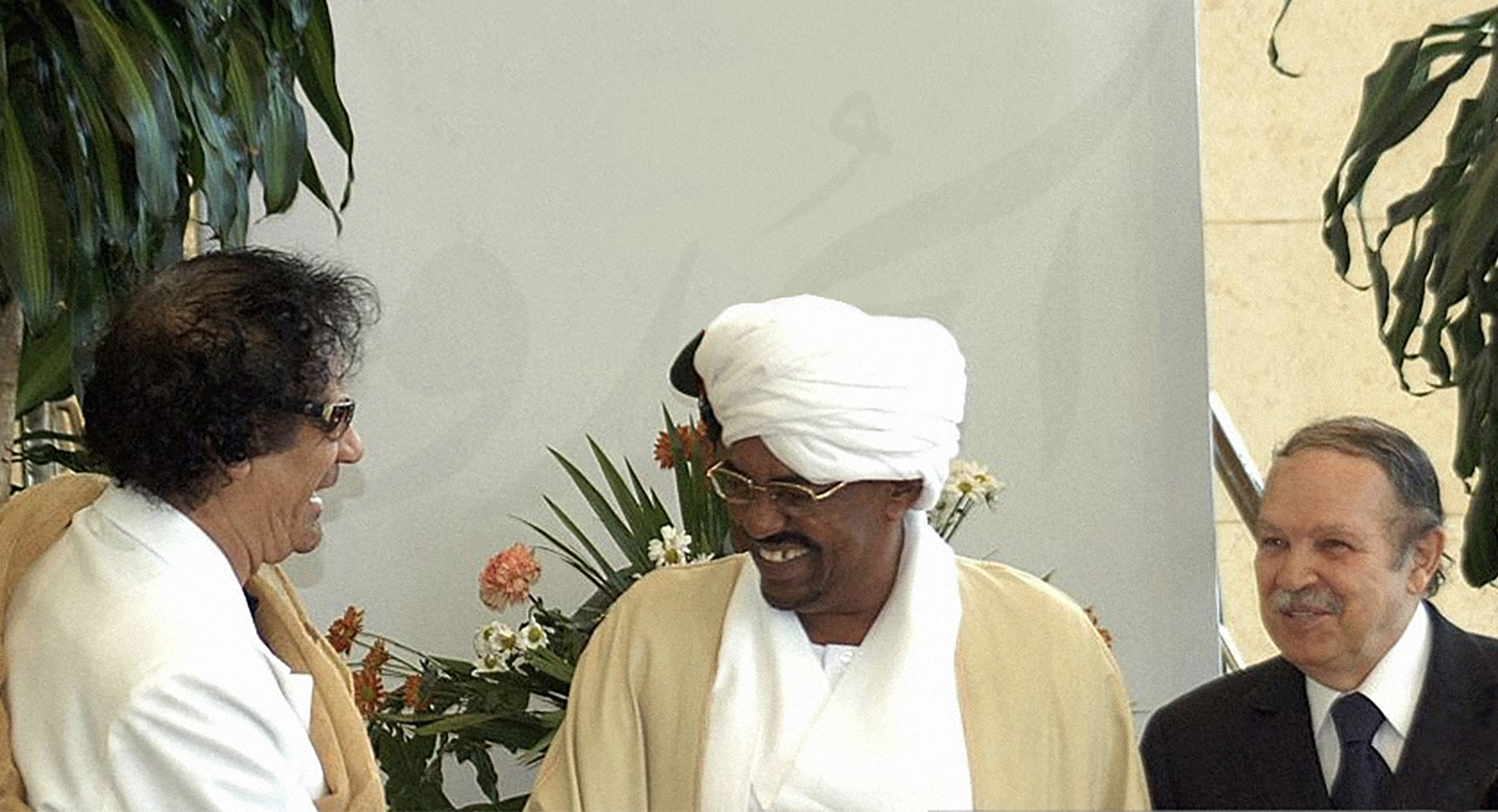 صورة البشير يغادر  كأي زعيم عربي خالد