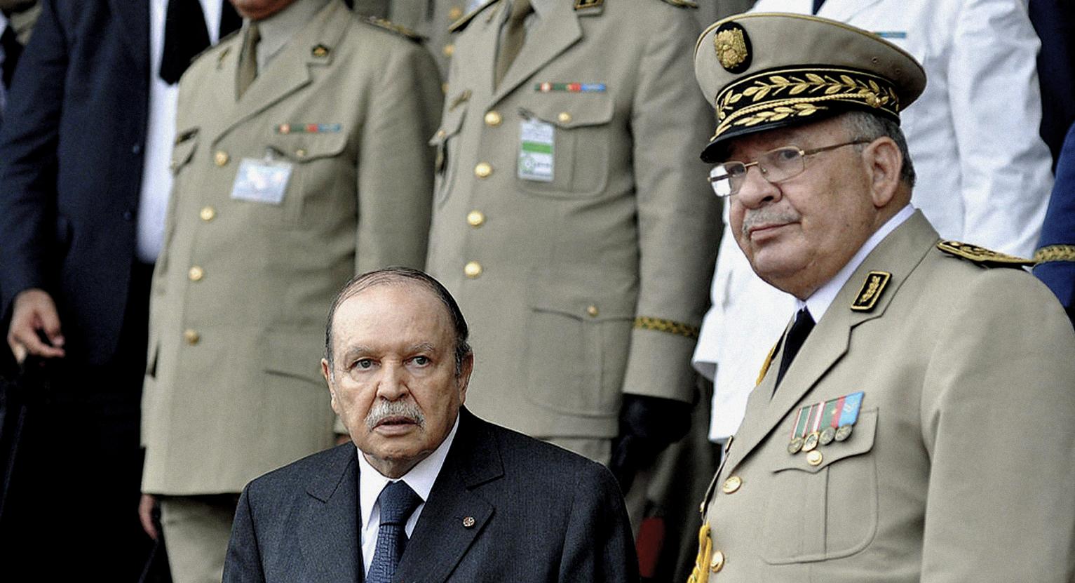 صورة أعضاء عصابة يتبرَّؤون من زعيمهم
