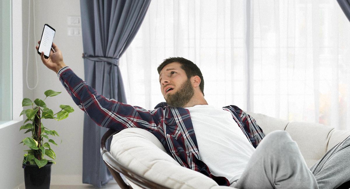 صورة رجل أعمال ما زال يعتقد أن التحدث على هاتف خليوي يجعله مهماً