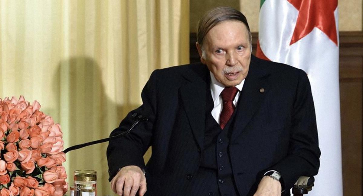 صورة الحزب الحاكم في الجزائر يخفي عن بوتفليقة خبر ترشيحه للانتخابات خوفاً عليه من وقع المفاجأة