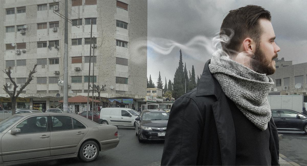 صورة نسمة ريح باردة تجد طريقها إلى رقبة شاب