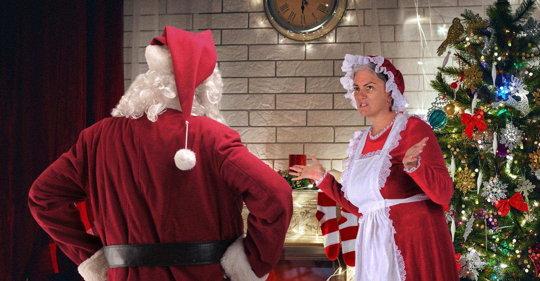 صورة ماما نويل توبِّخ بابا نويل لعودته إلى البيت فجراً كالصيَّع