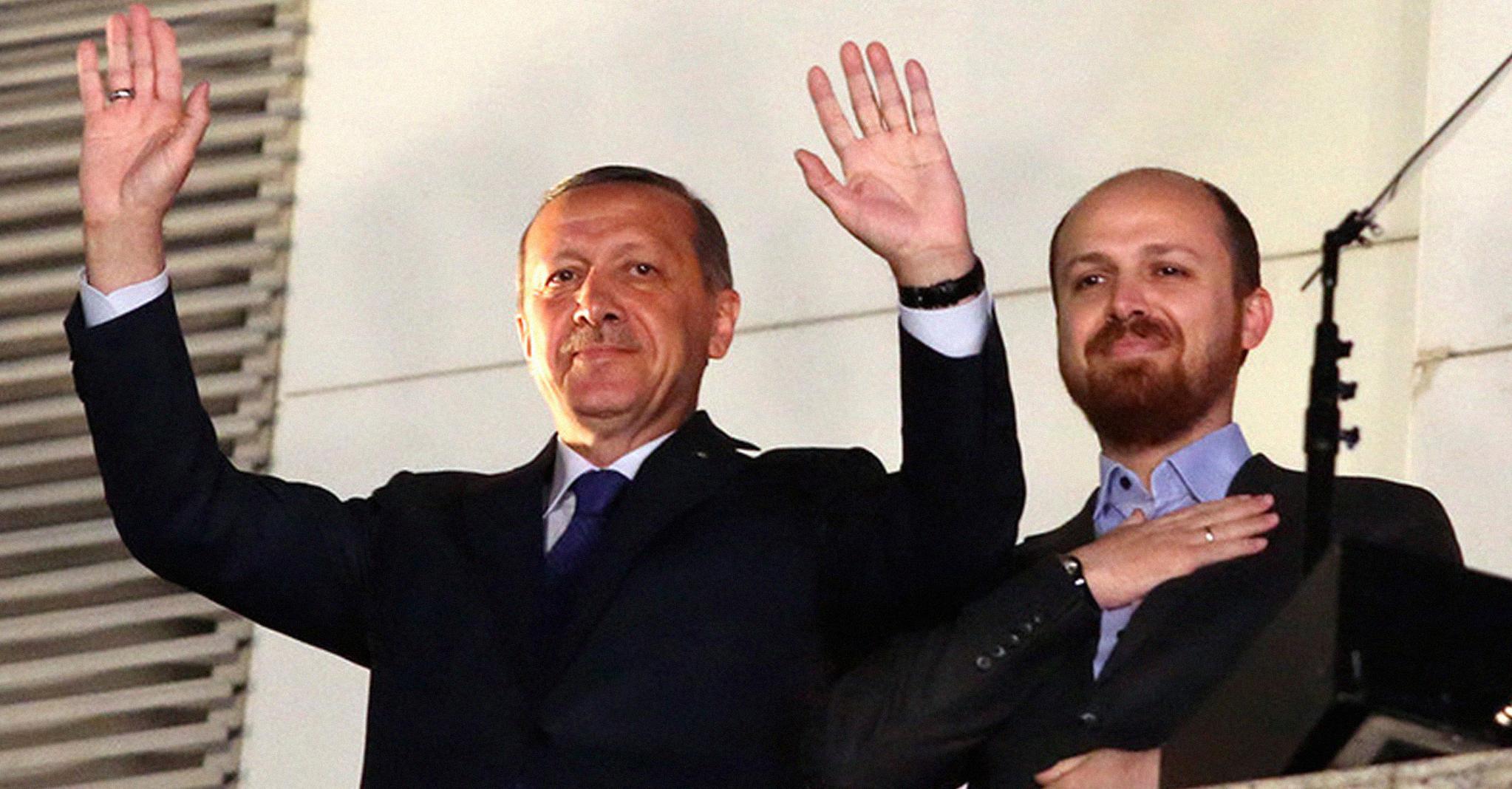 صورة بعد تسليمه وزارة المالية لصهره: إردوغان يفكّر بتعيين ابنه ولياً للعهد