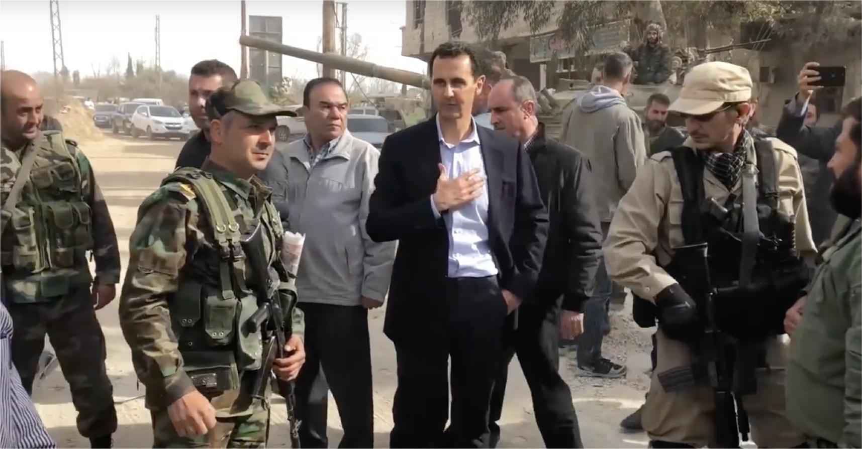 صورة الأسد يزور الغوطة للاطمئنان على أهلها بعد سماعه معلومات عن فقدانهم الكثير من أقاربهم