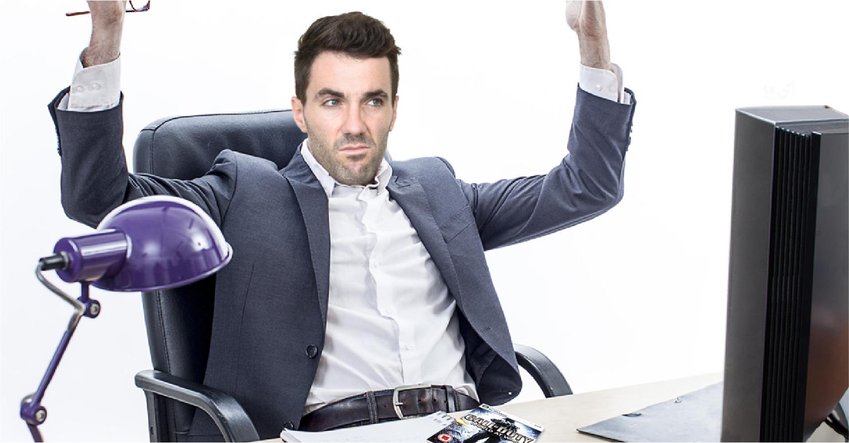 صورة موظف حكومي يطالب بتحديث الحواسيب في الدائرة، خصوصاً كرت الشاشة، أهم شيء كرت الشاشة
