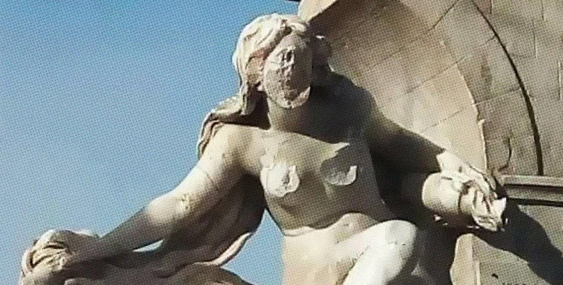 صورة جزائري يستأصل ورمين خبيثين من تمثال امرأة تاريخي