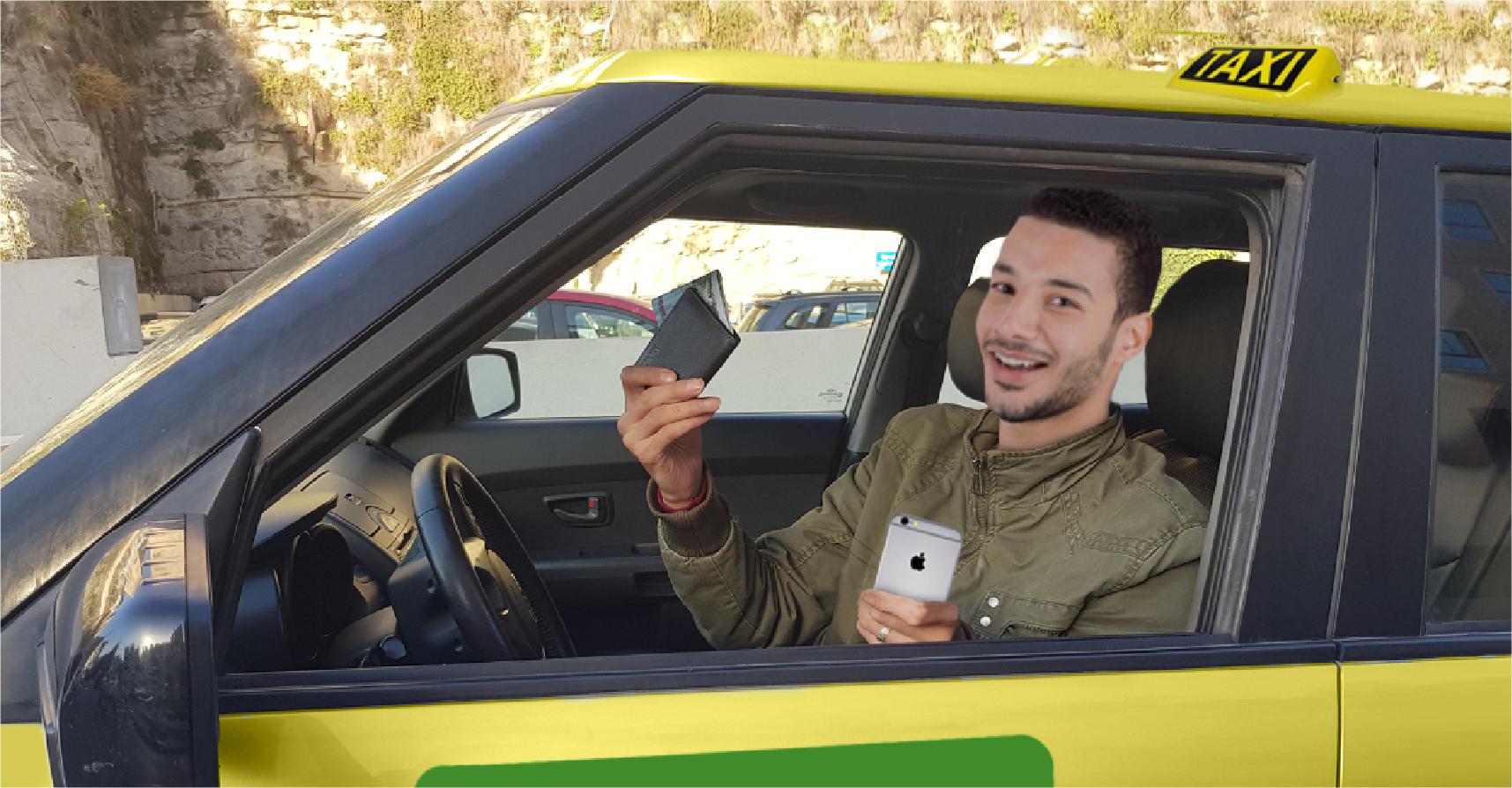 صورة سائق تكسي يشيد بكرم مواطن ترك له محفظة وهاتفاً خليوياً