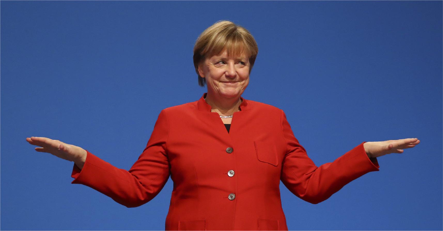 صورة ميركل تفوز بالرئاسة مرة رابعة لتواصل حثها زعماء العالم الثالث عدم التشبث بالسلطة