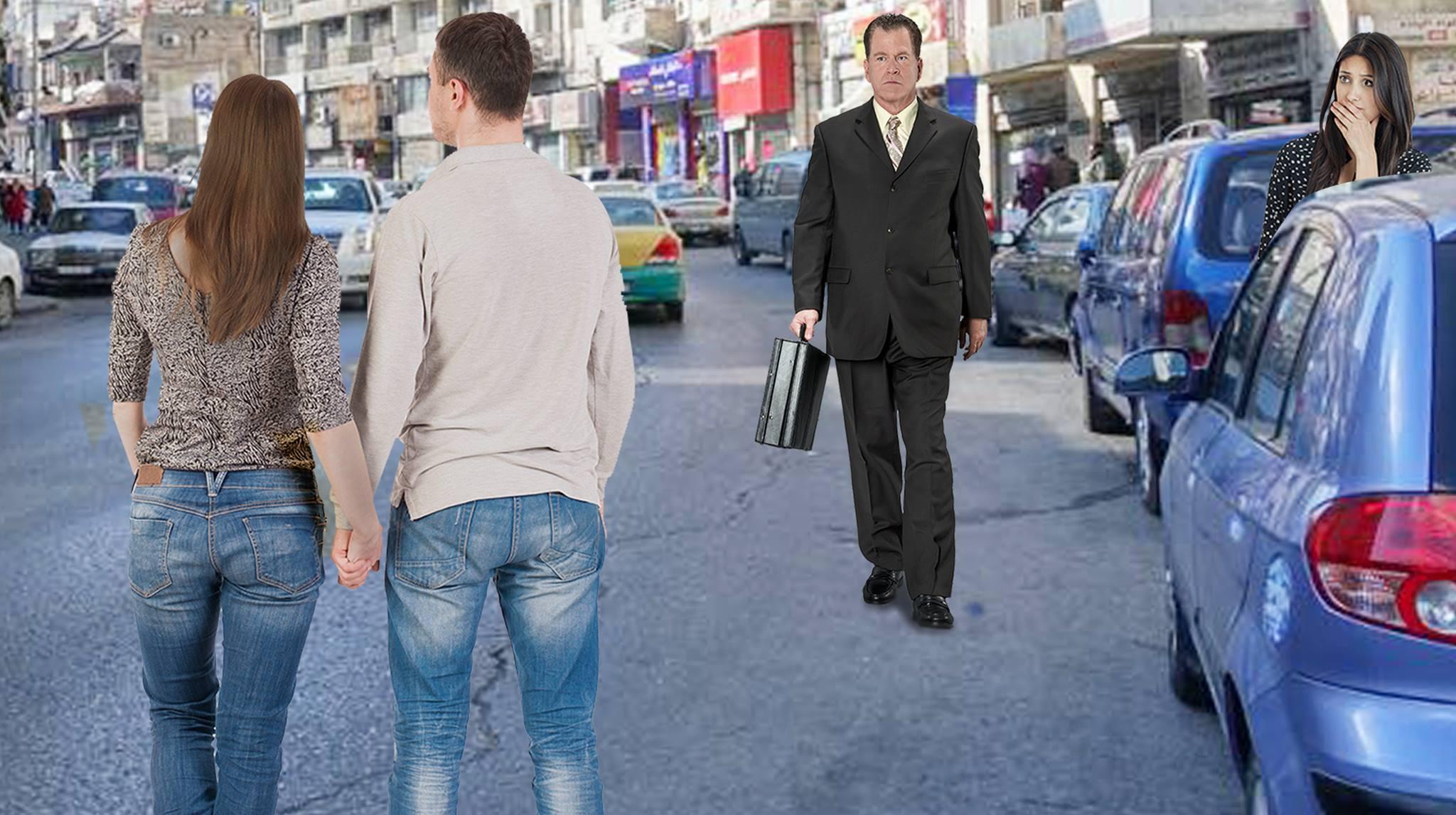 صورة امرأة تُمسك يد زوجها بكل وقاحة أمام العامة في الشارع
