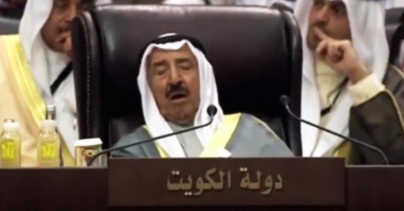 صورة كيف يتمكن بقية الرؤساء من البقاء مستيقظين خلال جلسات القمّة العربية؟