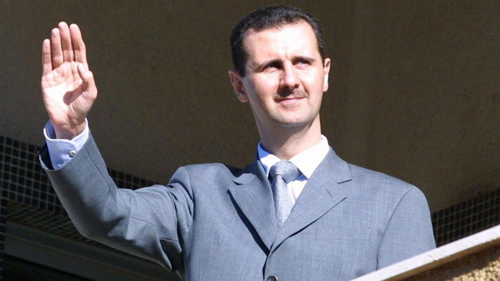 صورة بشار الأسد ينفي مسبقاً أن يكون قد قتل أو أصيب الشهر القادم