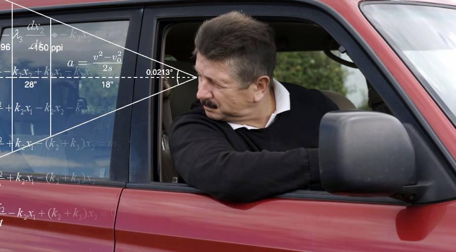 صورة مواطن يُهندس اصطفاف سيارته لتغلق مداخل أربعة بيوت أثناء إقامته الصّلاة