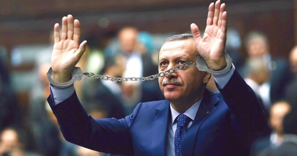 صورة أردوغان يلقي القبض على نفسه نظراً لصلته التاريخية بغولن