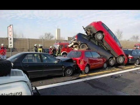 صورة سائق يلتزم بقوانين السير ويتسبب بحادث سير مروّع